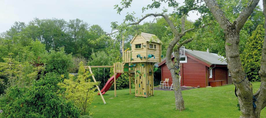 Klettergerüst als Turm für Kinder